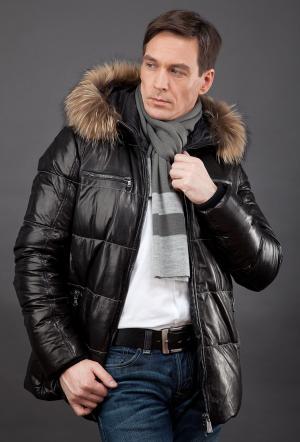 Удлиненная демисезонная кожаная куртка  на синтепоне AFG. Цвет: черный