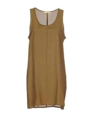 Короткое платье NIOI. Цвет: зеленый-милитари