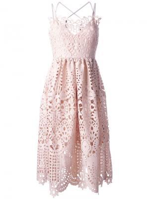 Расклешенное кружевное платье Perseverance London. Цвет: розовый и фиолетовый