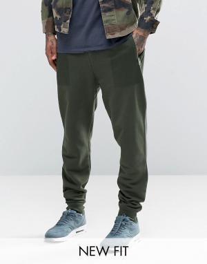 ASOS Суженные книзу спортивные штаны цвета хаки с принтом на карманах. Цвет: зеленый