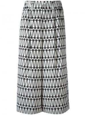 Юбка-шорты с широкими брючинами и принтом Issey Miyake. Цвет: белый