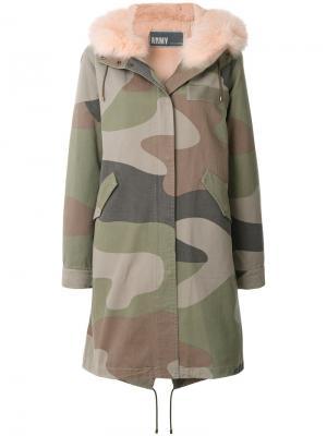 Пальто-парка с камуфляжным принтом Army Yves Salomon. Цвет: зелёный
