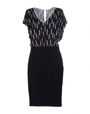 Короткое платье SUOLI. Цвет: темно-синий