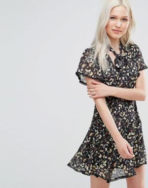 Foxiedox Короткое приталенное платье с чокером Willow. Цвет: мульти