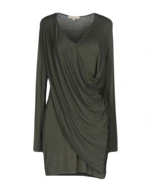 Короткое платье KORALLINE. Цвет: зеленый-милитари