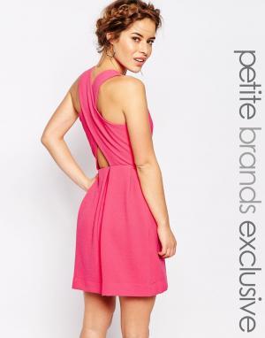 John Zack Petite Платье без рукавов с перекрестными лямками сзади. Цвет: розовый