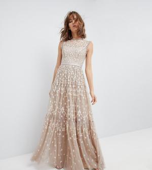 Needle & Thread Платье макси с отделкой. Цвет: бежевый