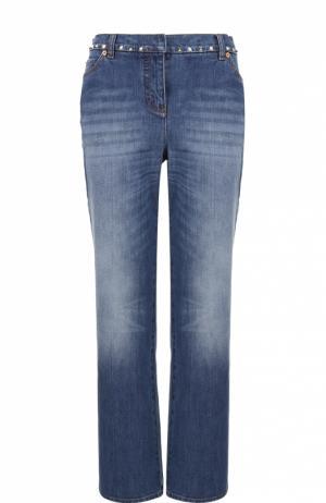 Укороченные расклешенные джинсы с заклепками Valentino. Цвет: голубой