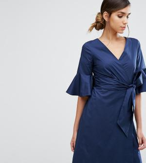 Closet London Платье-рубашка с расклешенными рукавами и запахом. Цвет: темно-синий