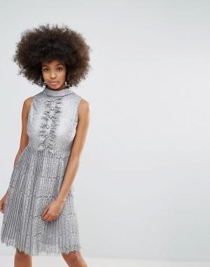 Darling Кружевное платье миди с эффектом металлик и плиссированной юбкой Darli. Цвет: серебряный