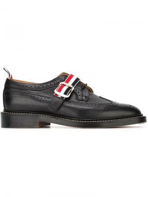 Туфли-броги с ремешком на пряжке Thom Browne. Цвет: чёрный