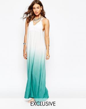 Spiritual Hippie Пляжное платье макси с эффектом омбре и халтером. Цвет: синий