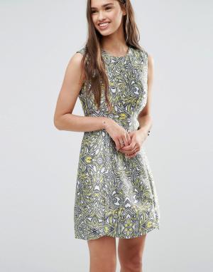 Darling Короткое приталенное платье цвета металлик. Цвет: желтый