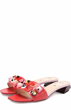Кожаные сабо с декором Fendi. Цвет: красный
