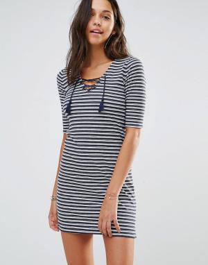 Hollister Облегающее платье со шнуровкой. Цвет: мульти