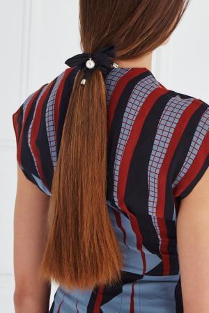 Резинка для волос с жемчужиной Lisa Smith. Цвет: черный