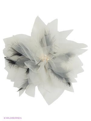 Брошь-цветок из молочной органзы с черными перьями SEANNA. Цвет: молочный