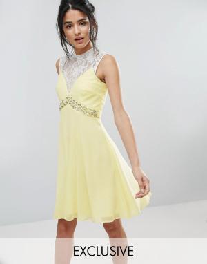 Elise Ryan Короткое приталенное платье с вырезом сердечком и отделкой на талии El. Цвет: желтый