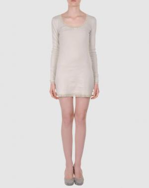 Короткое платье BY TI MO. Цвет: бежевый