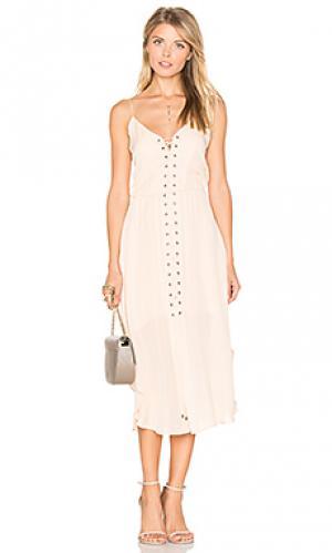 Платье со шнуровкой спереди Haute Hippie. Цвет: румянец
