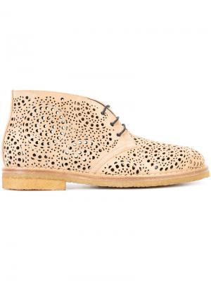 Перфорированные ботинки дезерты Alaïa. Цвет: коричневый