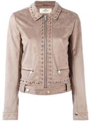 Укороченная куртка с заклепками Urbancode. Цвет: коричневый