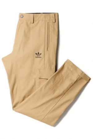 Трикотажные брюки adidas. Цвет: серый, бежевый
