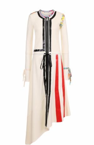 Платье-миди асимметричного кроя с контрастной отделкой J.W. Anderson. Цвет: кремовый