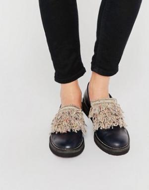 Miista Туфли на плоской подошве с бахромой спереди. Цвет: черный