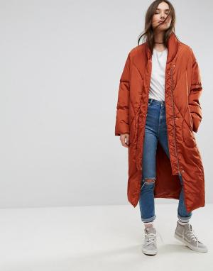 ASOS Длинное дутое пальто со съемными варежками. Цвет: красный