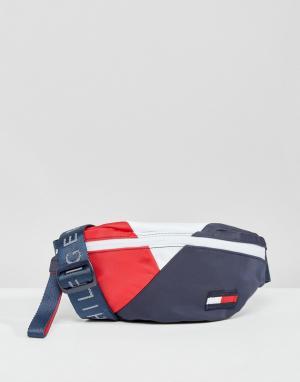 Tommy Hilfiger Сумка-кошелек на пояс в стиле ретро с логотипом. Цвет: мульти
