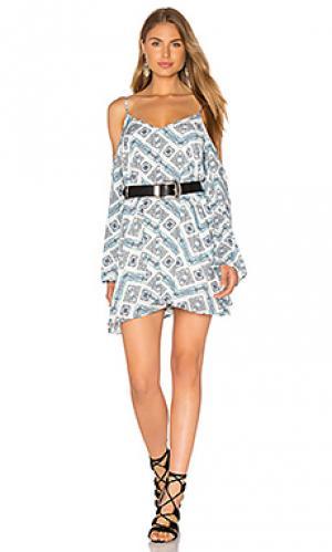 Мини платье с открытыми плечами Lucca Couture. Цвет: синий