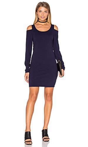 Облегающее платье с открытыми плечами Chaser. Цвет: синий