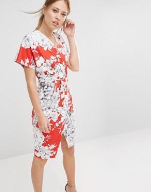 Closet London Платье миди с V-образным вырезом и цветочным принтом. Цвет: розовый