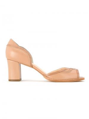 Туфли на массивном каблуке Serpui. Цвет: телесный
