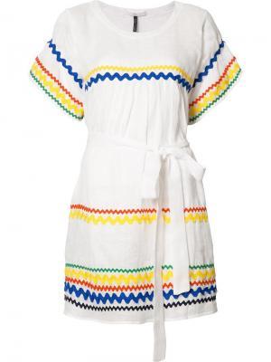 Платье шифт с зигзагообразным узором Lisa Marie Fernandez. Цвет: белый