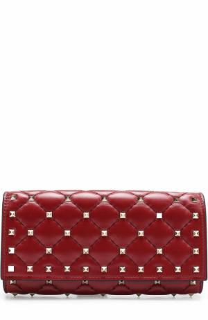 Кожаный кошелек  Garavani Rockstud Spike с металлическими заклепками Valentino. Цвет: красный