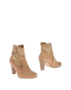 Полусапоги и высокие ботинки TWO 6 SHOES. Цвет: верблюжий