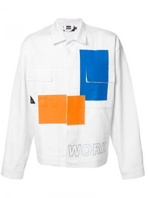 Джинсовая куртка с контрастными панелями Andrea Crews. Цвет: белый