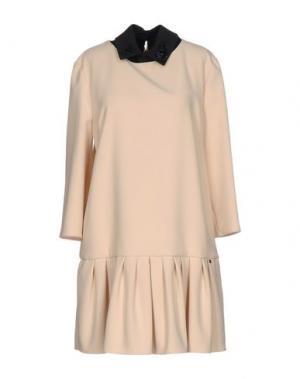 Короткое платье BETTY BLUE. Цвет: бежевый