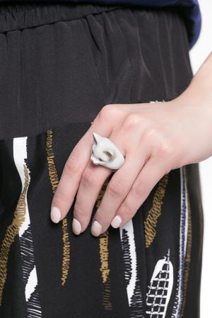 Кольцо из фарфора 126639 Nach Jewellery. Цвет: белый