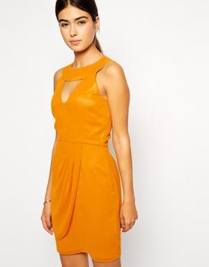 VLabel London Платье с высокой горловиной и вырезом капелькой Kensal. Цвет: желтый
