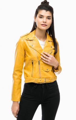 Желтая куртка косуха с ремнем ALCOTT. Цвет: желтый