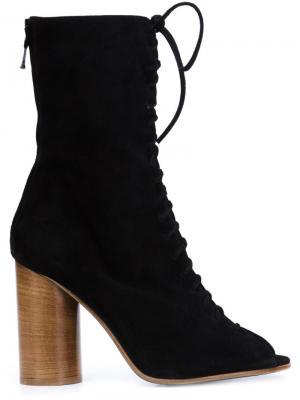Короткие сапоги на шнуровке Valas. Цвет: чёрный