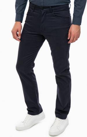 Синие хлопковые брюки Wrangler. Цвет: синий