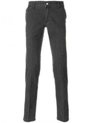 Укороченные брюки бархатной фактуры Entre Amis. Цвет: серый