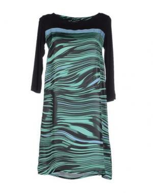 Короткое платье OLLY DOO. Цвет: зеленый