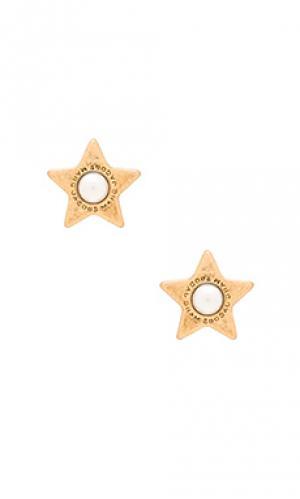 Серьги-гвоздики flat pearl stud Marc Jacobs. Цвет: металлический золотой