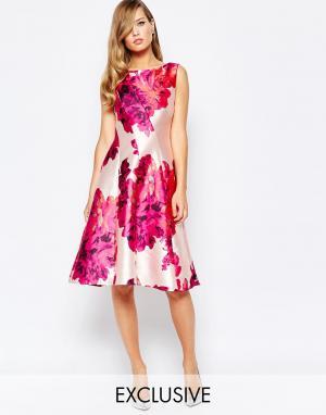 True Violet Приталенное платье с ярким цветочным принтом. Цвет: мульти