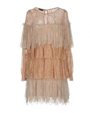 Короткое платье SOALLURE. Цвет: телесный